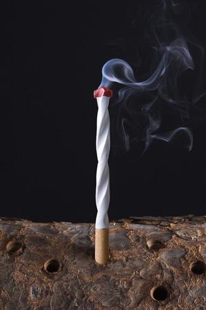 tabaco: Taladro en forma de cigarrillo- Foto de archivo