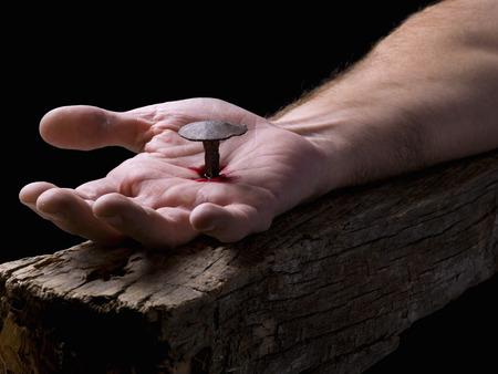 Jezus: Dłoń Chrystusa przybitego do krzyża