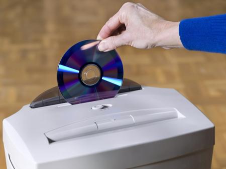 paper shredder: Paper and CD shredder