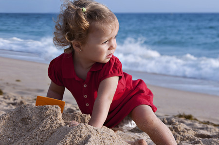 15 18: Girl in the beach, looking at the sea Stock Photo