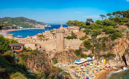 Vista panoramica del castello medioevale di Tossa de Mar, Costa Brava, Spagna Archivio Fotografico - 18118883