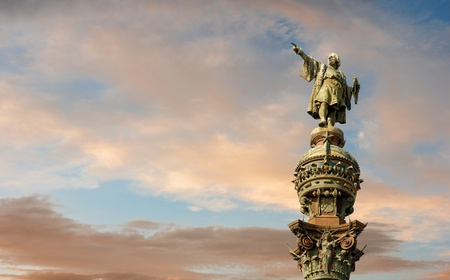 christopher columbus: Monument of Christopher Columbus pointing towards America during golden sunset in Barcelona, Catalonia, Spain