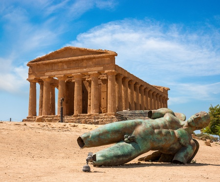 Concordia temple with beautiful sky and statue of angel in front  in the Valley of the Temples, Agrigento, Sicily island, Italy 스톡 콘텐츠