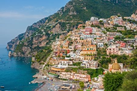 Bella città di Positano sulla Costiera Amalfitana, Italia Archivio Fotografico - 18079137