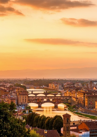 Golden sunset over the river Arno and Ponte Vecchio, Florence, Italy Archivio Fotografico