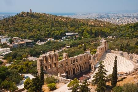 Erode teatro sull'Acropoli di Atene con la città di Atene a sfondo Archivio Fotografico - 18079069