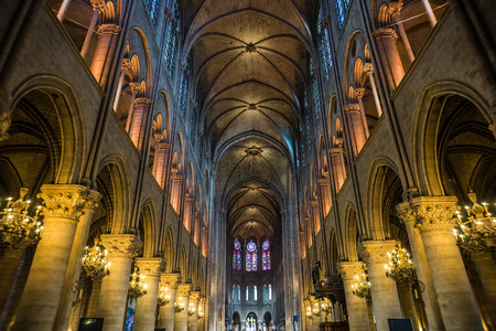 Wide shot of Notre Dame cathedral interior, Paris, France Éditoriale