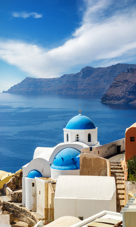 Churches of Oia village under puffy clouds, Santorini island, Greece Banque d'images