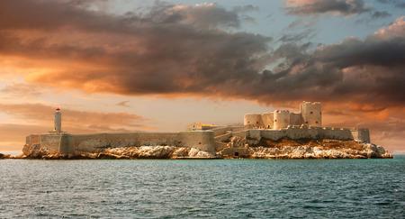 Sunset over famous If castle, chateau d\'If, Marseille, France Éditoriale