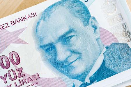 English 100 Lira banknote front, close-up detail