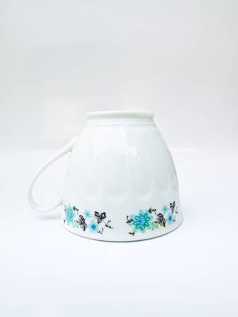 A Chiness porcelain tea cup photo