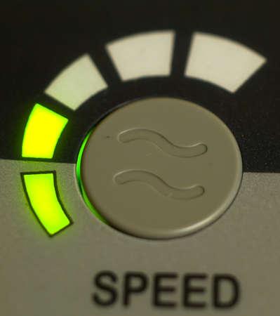 light speed: Bot�n verde velocidad de la luz Foto de archivo