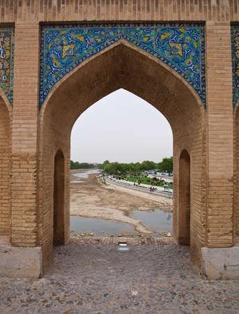 verdi: Pointed arch on 33 pol Allah Verdi Khan bridge in Isfahan, Iran