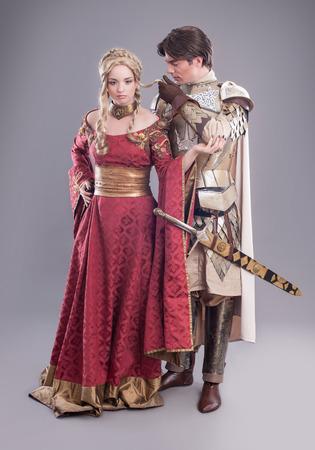 中世の愛好家。中世の衣装の妖精カップル