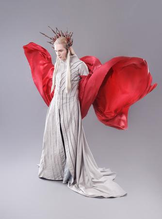 vestidos de epoca: Troll. Thranduil, El Hobbit. Vestido Modelo como elfos. Foto de archivo