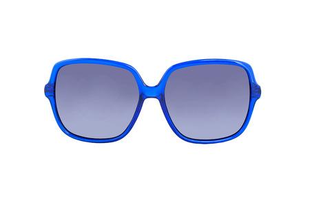 gafas de sol: Gafas de sol aisladas sobre fondo blanco. Gafas de sol en un fondo blanco con la reflexi�n y la transparencia