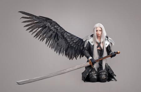 Fantasy vrouw krijger vrouw krijger met zwaard en vleugels geïsoleerd op de grijze achtergrond Stockfoto