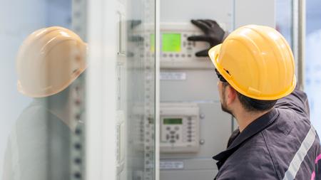 エンジニア試運転ベイ制御ユニット。エンジニアリング部門。中電圧スイッチギア