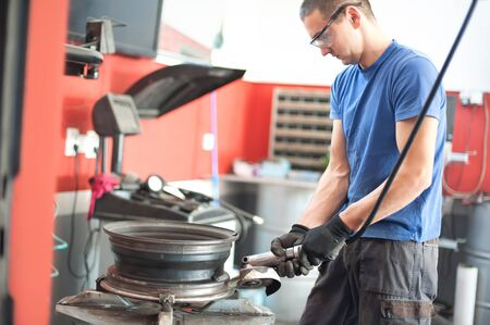 Car master mechanic vulcanizer using grinding wheel in auto vulcanizing and vehicle service workshop