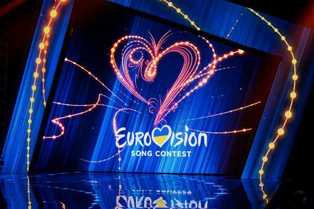 Kijów, Ukraina - 10 lutego 2018: Scena z logo Eurowizji podczas wyborów krajowych podczas Eurowizji-2018 z Ukrainy