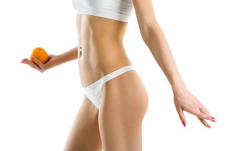 with orange and white body: Cuerpo de mujer joven y naranja de la mano aisladas sobre fondo blanco