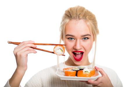 niña comiendo: Chica Whitehaired comer sushi con palillos aislados Foto de archivo