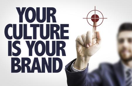 Hombre de negocios que señala el texto: Su cultura es su marca de fábrica Foto de archivo - 53878794