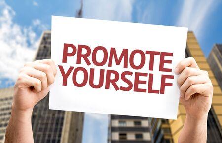 Promouvoir Yourself carte avec un fond urbain