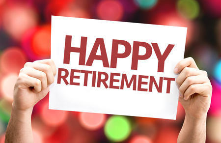 Hands holding cardboard with text Happy Retirement on bokeh background Banque d'images