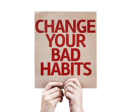 malos habitos: Tomados de la mano de cartón con cambiar sus malos hábitos en el fondo blanco Foto de archivo
