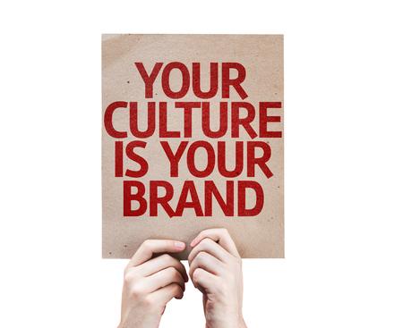 identidad cultural: Manos que sostienen su cultura es su tarjeta de Marca aislados sobre fondo blanco Foto de archivo