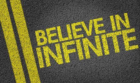 believe: Creer en Infinito escrita en la carretera