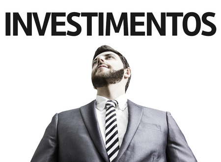 businesspersons: Business man with the text Investment in Portuguese in a concept image