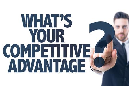 Uomo di affari che indica il testo: Qual è il tuo vantaggio competitivo Archivio Fotografico - 57784689
