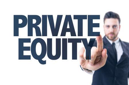 equity: hombre de negocios que se�ala el texto de Capital Privado