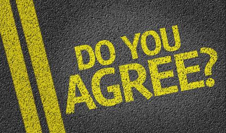 estar de acuerdo: ¿Estás de acuerdo? escrito en la carretera