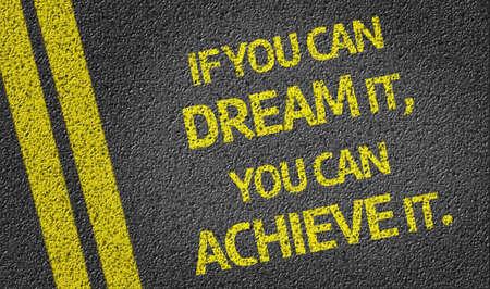 tu puedes: Si lo puedes soñar, lo puedes lograr! escrito en la carretera
