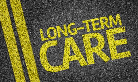 pflegeversicherung: Langzeitpflege auf Asphaltstra�e geschrieben