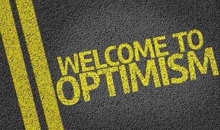 optimismo: El optimismo de texto de bienvenida a la carretera de alquitr�n