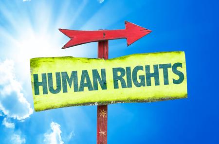 derechos humanos: Derechos Humanos de la muestra con la flecha sobre un fondo soleado