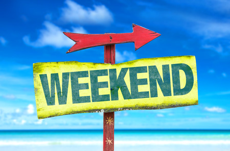 rest day: Weekend sign with arrow on beach background Stock Photo