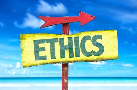 valores morales: Ética de la muestra con la flecha en el fondo de la playa