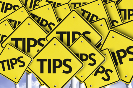 hint: Multiple road signs with text: Tips