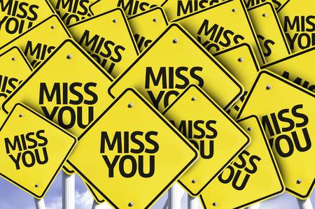 Mehrere Verkehrszeichen mit Text: Miss You