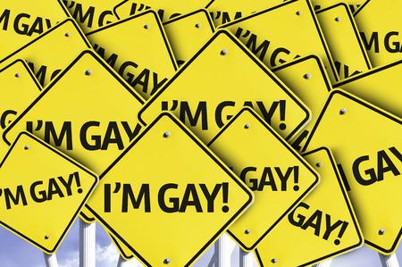 transexual: M�ltiples se�ales de tr�fico con el texto: Soy Gay