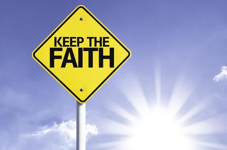 Mantenga la señal fe con el fondo de sol Foto de archivo