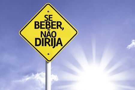 dont drink and drive: Se beber, nao dirija (dont drink and drive in Portuguese) sign with sunny background Stock Photo