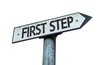 Erster Schritt Zeichen auf weißem Hintergrund