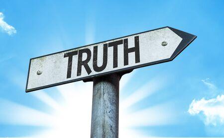 valores morales: signo de la verdad con el fondo de sol