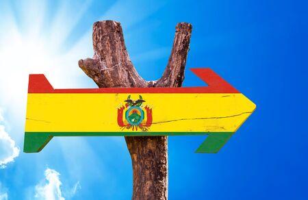 signo de la bandera de Bolivia con la flecha en el fondo de sol